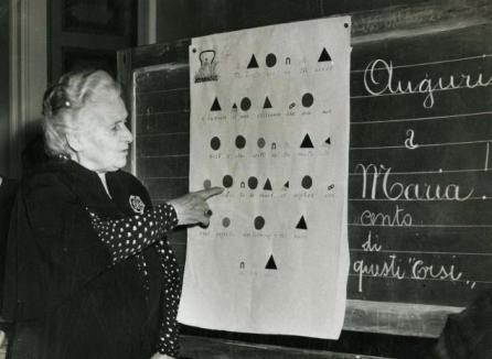 Mª-MONTESSORI-na-sua-aula
